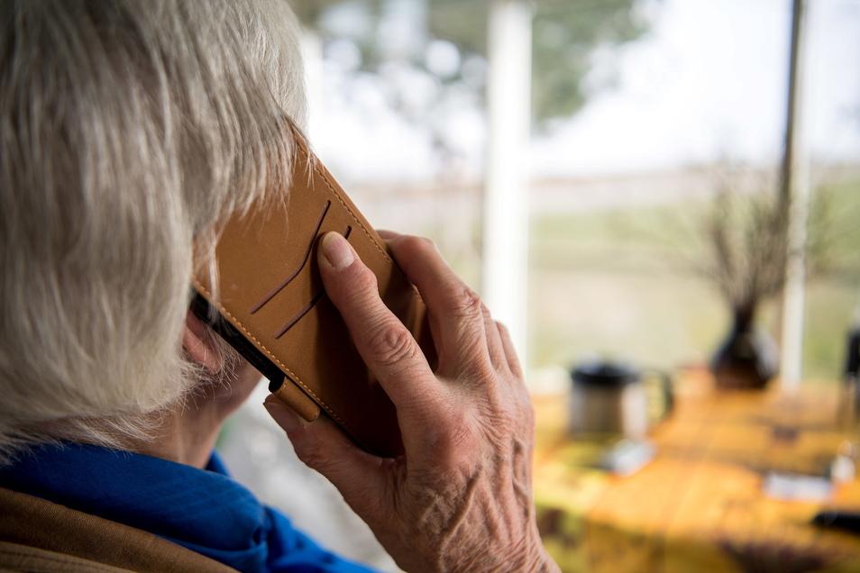 Unbekannte haben versucht, mit einem sogenannten Schockanruf an das Geld einer Dresdnerin zu kommen.