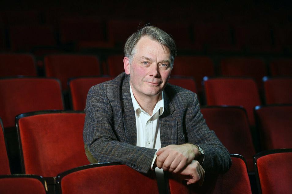 """Caspar Sawade verteidigt die Teilnahme des Theater an der """"Karawane der Vernunft""""."""