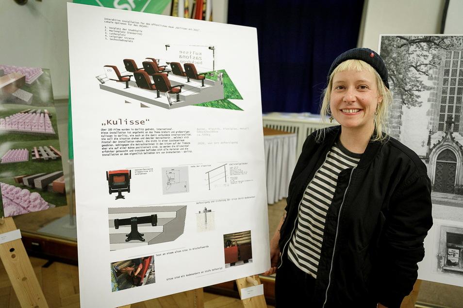 """Da war zwischen Künstlerin Lisa Maria Baier aus Nieder Seifersdorf und der Stadt Görlitz noch alles in bester Ordnung: bei der Präsentation ihrer Idee zur """"Kulisse"""" vor einem Jahr."""