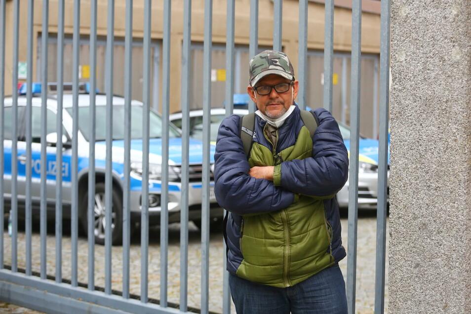 Francisco B. aus Venezuela wurde im Kamenzer Asylbewerberheim durch einen anderen Bewohner schwer verletzt. Dazu hat er jetzt bei der Polizei ausgesagt.