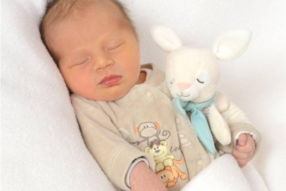 Lio  Geboren am: 23. Oktober Geburtsort: Zittau Gewicht: 3254 g Größe: 50 cm Eltern: Ina und Mario Wohnort: Zittau