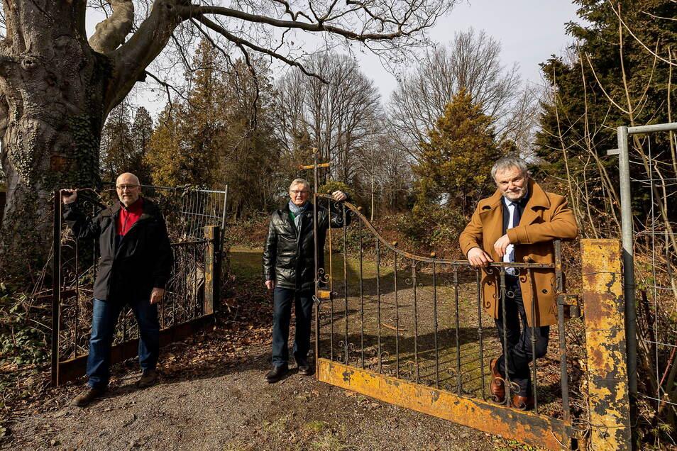 Drei Männer, ein Plan: Ortsvorsteher Wolfgang Schneider (Mitte), sein Vize Jürgen Schaufuß, und Freitals Bürgermeister Uwe Rumberg.