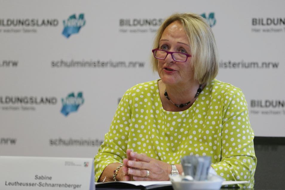 Sabine Leutheusser-Schnarrenberger, ehemalige Bundesministerin der Justiz und Antisemitismus-Beauftragte des Landes Nordrhein-Westfalen, spricht auf einer Pressekonferenz.