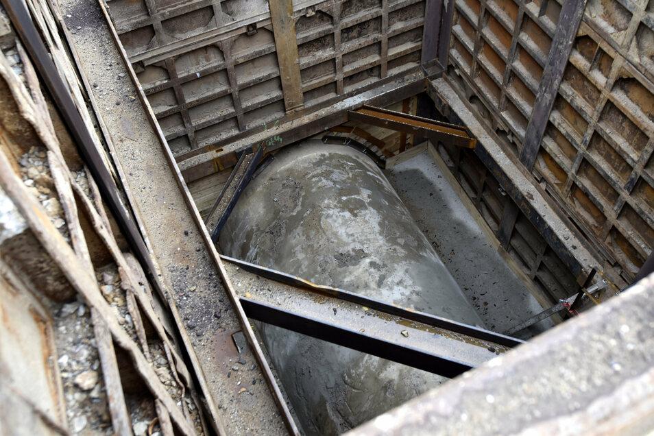 Ein Blick in eine der drei Baugruben, über die der Neustädter Hauptkanal mit einer speziellen Technologie saniert wird.