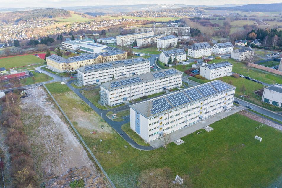 Die Luftaufnahme zeigt die ehemalige Bundeswehrkaserne in Schneeberg. Die Landesregierung will die dort untergebrachte Asylunterkunft schließen und zum reinen Polizeiausbildungsstandort ausbauen.