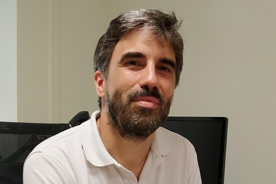 Alfonso Sanz ist Rechtsexperte der Universität in Cádiz und sieht das Geschäft eher skeptisch.