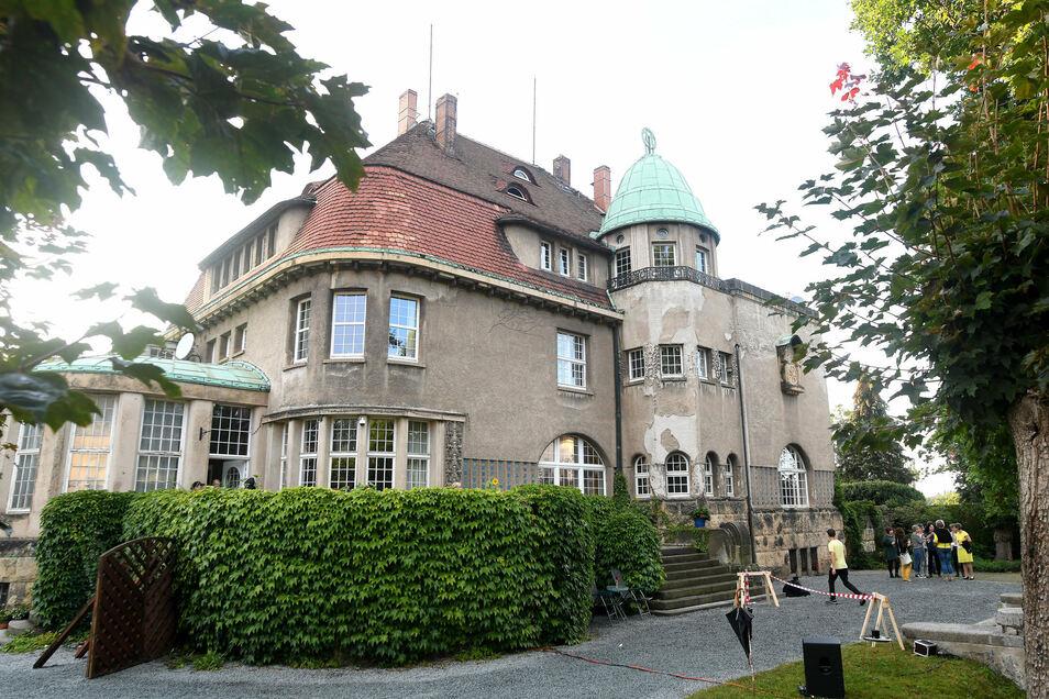 Die Villa Thiele in der Neugersdorfer Ernst-Thälmann-Straße die als Kulisse dient.