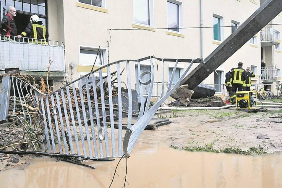 Zerstört: Die Wassermassen kamen mit ungeheurer Kraft. Was im Weg war, wurde weggedrückt.