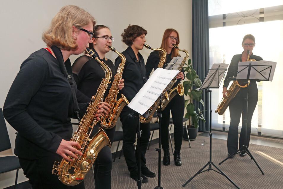 Die Musik zur Ehrung im Riesaer Mercure kommt von der Kreismusikschule.