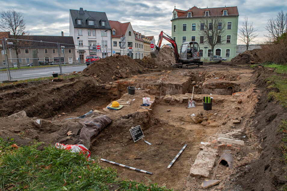 Ein Fest für die Archäologen: Im vergangenen Winter wurden sie bei Ausgrabungen auf dem Gelände des ehemaligen Sachsenhofes auf der Meißner Straße/ Mozartallee fündig.