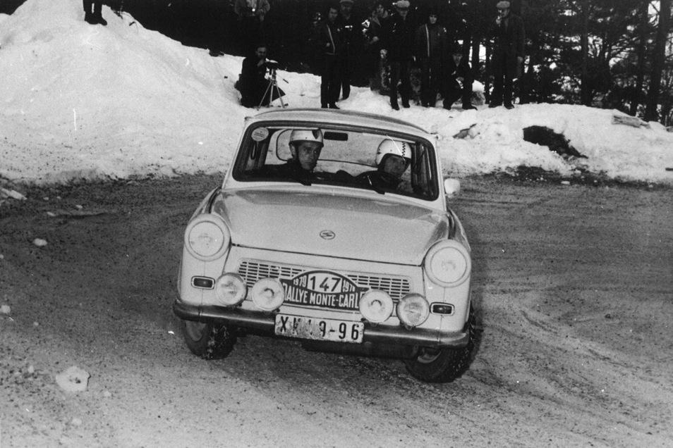 Die Zwickauer Franz Galle und Jochen Müller fahren bei der Rallye Monte Carlo 1970 in ihrer Klasse mit dem Trabant auf den zweiten Platz.