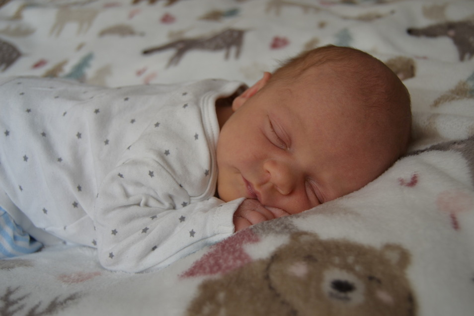 Jolanda, geboren am 18. April, Geburtsort: Dresden, Gewicht: 3.260 Gramm, Größe: 50 Zentimeter, Eltern: Markus und Maria Wobst, Bruder: Laurin, Wohnort: Dresden