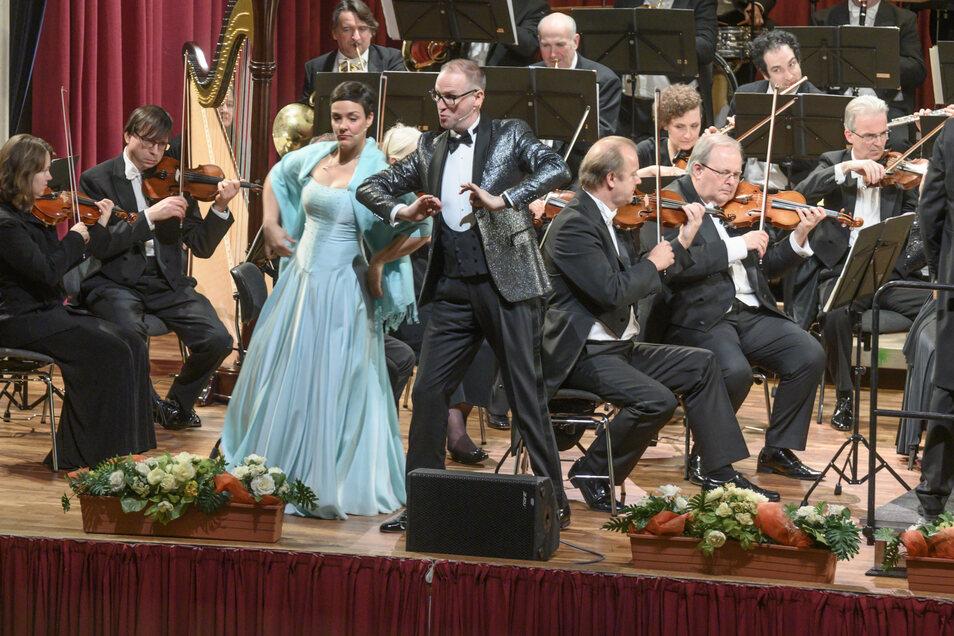 Volle Bühne, volle Sitzreihen: So sah es beim Neujahrskonzert 2020 in der Riesaer Stadthalle Stern aus. Weil Konzerte derzeit nicht erlaubt sind, stellt die Elbland-Philharmonie jetzt eine besondere CD online.
