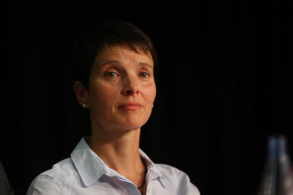 Auch wenn nicht viel davon zu merken ist: Frauke Petry ist aktuell immer noch die direkt von der Region in den Bundestag gewählte Abgeordnete.