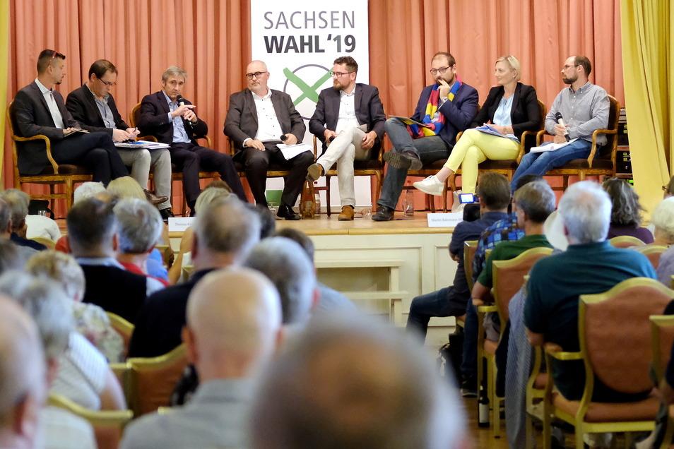 Das war vor zwei Jahren zur Landtagswahl: Sechs Kandidaten und zwei Moderatoren im Saal des Meißner Burgkellers. Am 7. September wird die gleiche Anzahl an Teilnehmern auf der Bühne sitzen. Die Kandidaten sind aber neu.