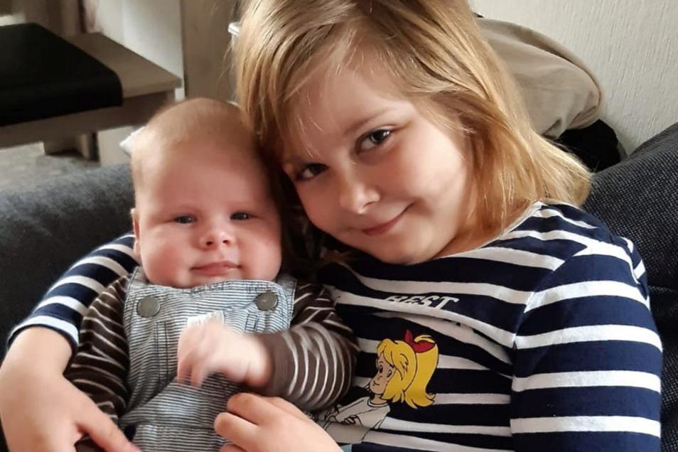 Tim mit Schwester Klara, geboren am 4. Februar, Geburtsort: Kamenz, Gewicht: 4.210 Gramm, Größe: 53 Zentimeter, Eltern: Petra und Jan Schäfer, Wohnort: Kamenz