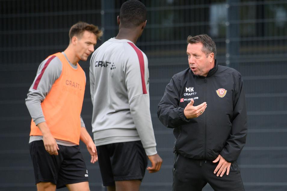 Markus Kauczinski (rechts) leitet derzeit nur ein Kleingruppen-Training.