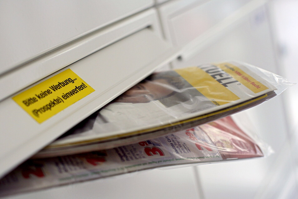In Briefkästen landet viel Werbung, die verursacht nach Berechnungen der Deutschen Umwelthilfe jährlich einen Ausstoß von mehr als einer halben Million Tonnen Kohlendioxid.