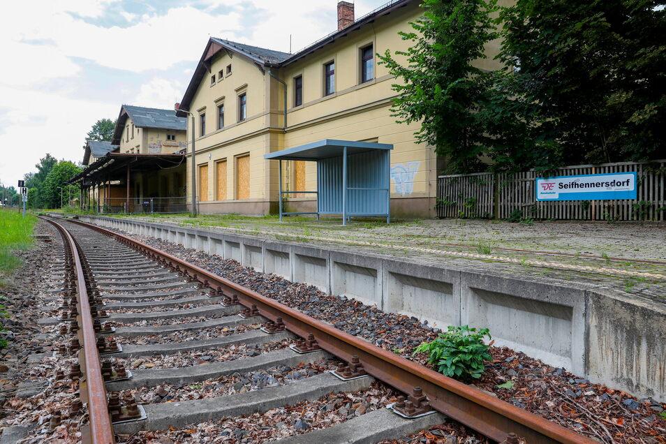 Noch ist es still am Bahnhof in Seifhennersdorf. Aber vielleicht halten hier schon Ende August 2021 wieder Züge.