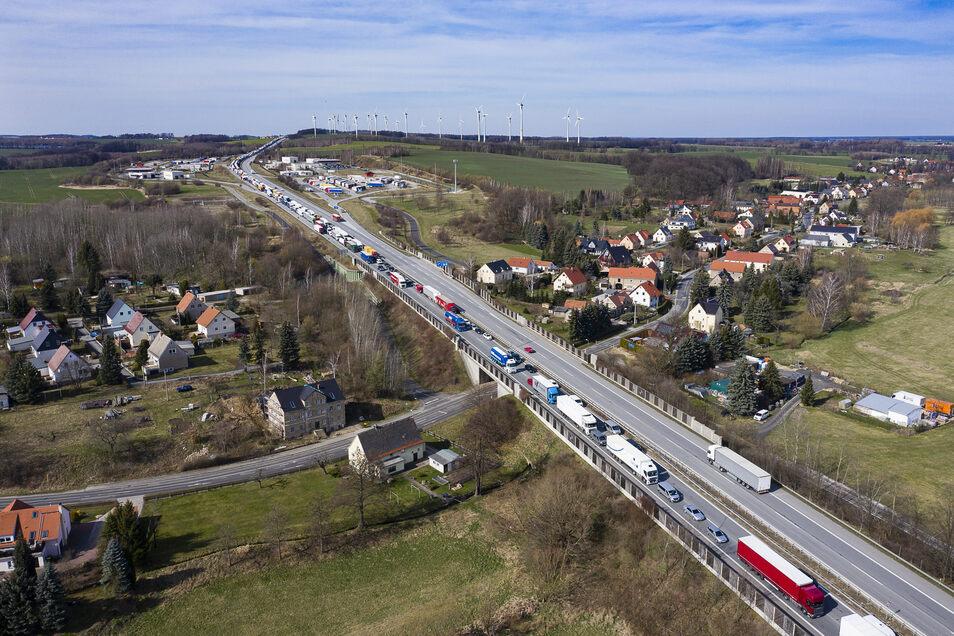 Die Bilder von der Ausnahmesituation an der Grenze zu Polen ist ziemlich genau einen Monat her.