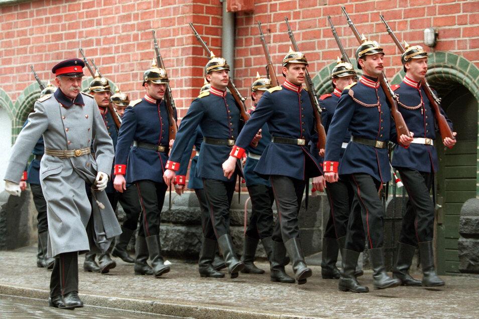 Als Hauptmann verkleidet raubte der Schuster Voigt die Stadtkasse von Köpenick, für Harald Juhnke eine Paraderolle im Film.