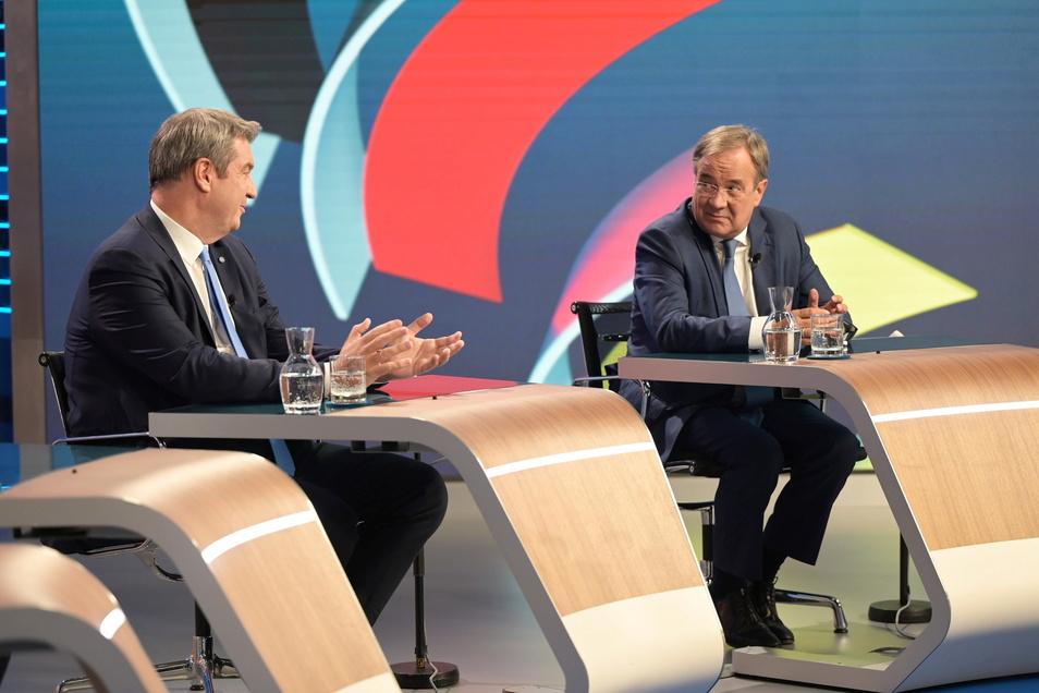Armin Laschet (CDU, r), Kanzlerkandidat der Union, wird einer Umfrage nach unfair von CSU-Chef Markus Söder behandelt.