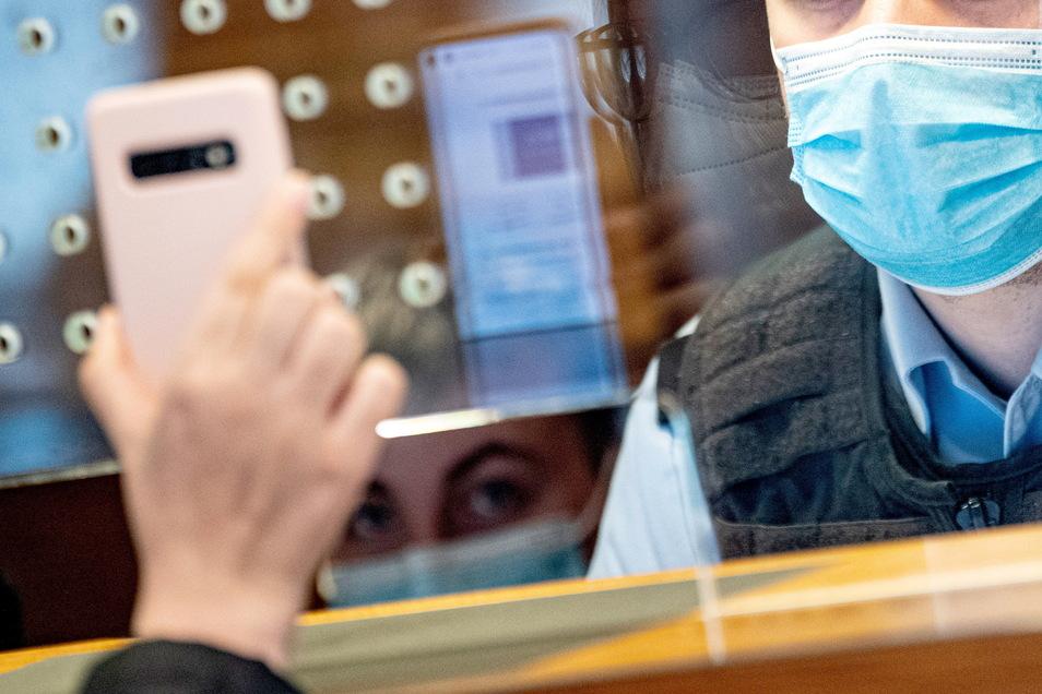 Strenge Kontrolle der Impfung am Flughafen Berlin bei Einreise.