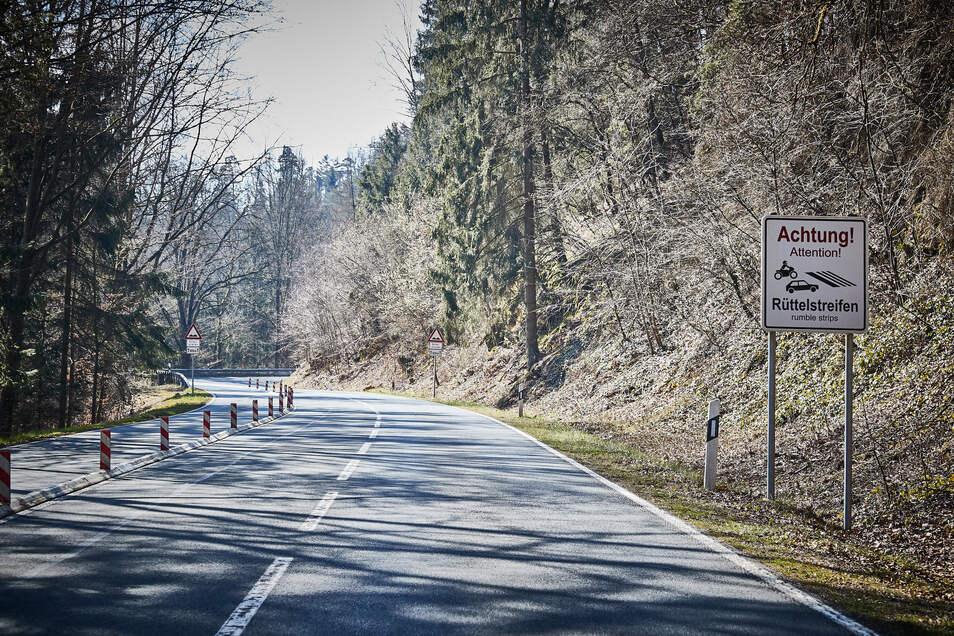 Die Serpentinen zwischen Polenztal und Hocksteinschänke dürfen auch dieses Jahr Biker von April bis Oktober an Wochenenden nicht befahren.