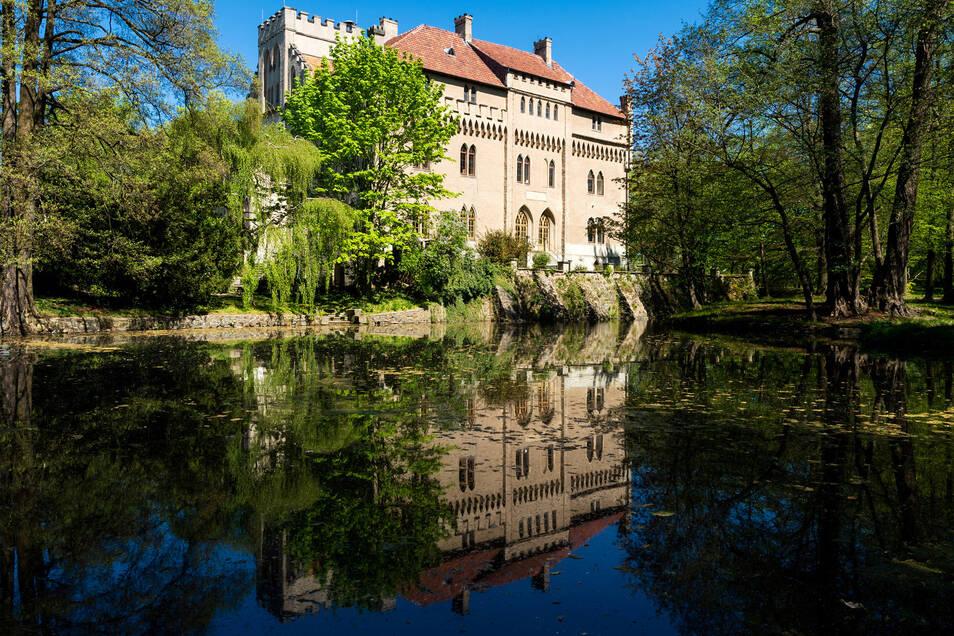 Dank der nun bewilligten Fördergelder für das Seifersdorfer Schloss kann mit der Sanierung des Daches begonnen werden.