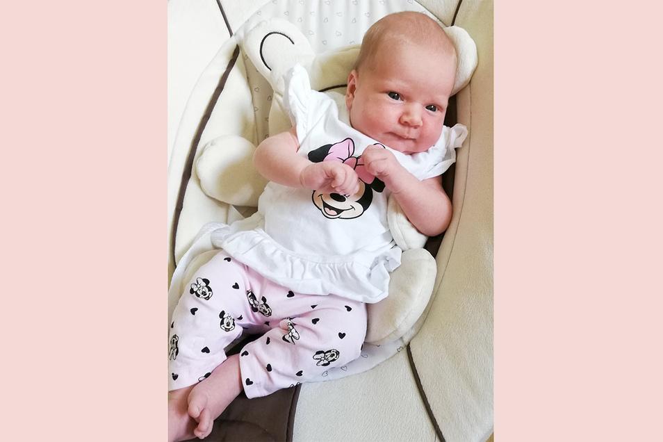 Annika Frieda, geboren am 29. Juni, Geburtsort: Diakonissenkrankenhaus Dresden, Gewicht: 3.130 Gramm, Größe: 49 Zentimeter, Eltern: Antje und Vasco Förster, Wohnort: Arnsdorf