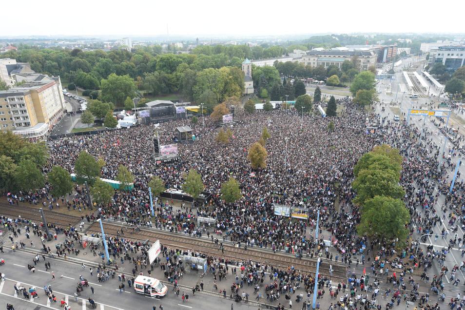 """65.000 Menschen hatten sich am 3. September 2018 unter dem Slogan """"wirsindmehr in Chemnitz versammelt"""