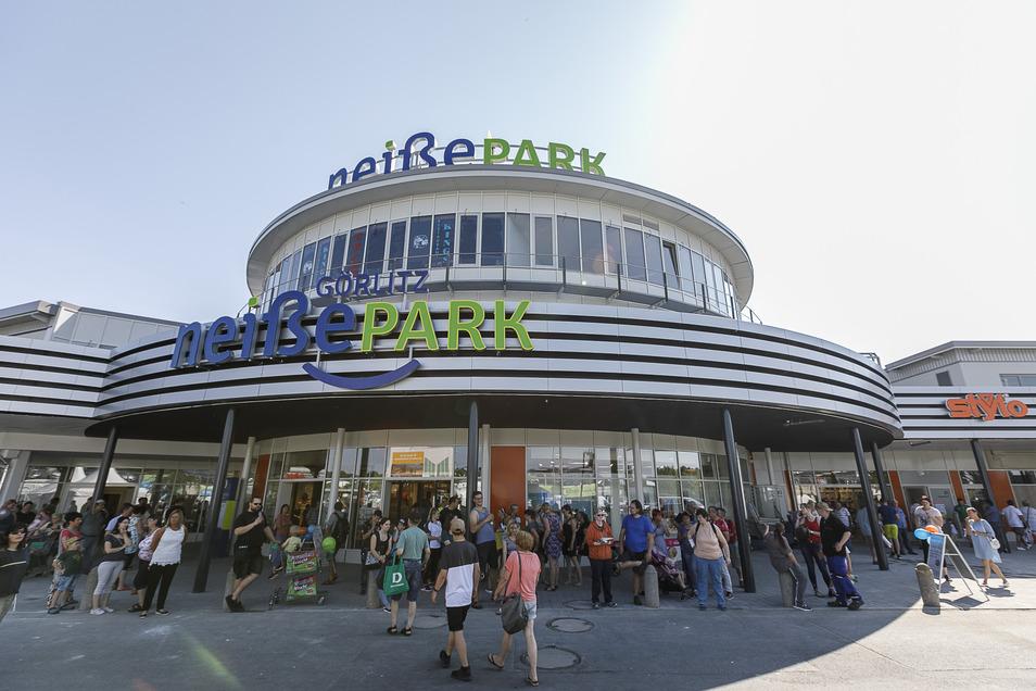 Der Neißepark in Görlitz: So ein Gedränge vor dem Haupteingang wird es wohl nicht gleich wieder geben.