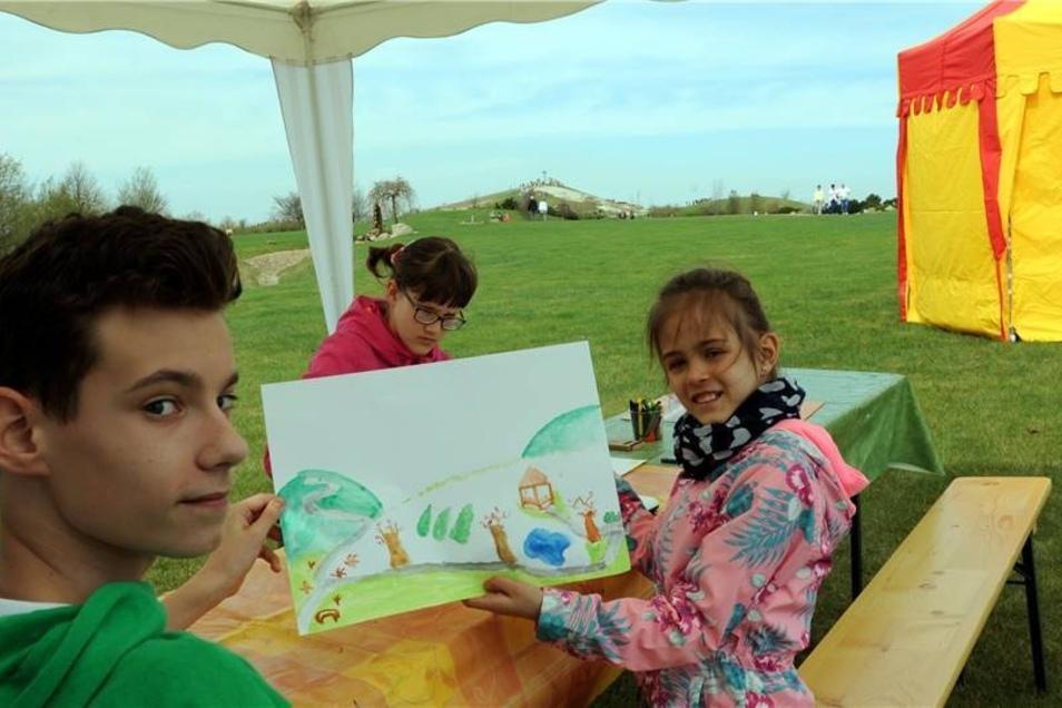"""Zum Malwettbewerb durften  die Kleinsten ihre Phantasien zu Thema """"Frühling im Park"""" auf Zeichenkarton ausleben lassen. Nikodem und Lena aus dem polnischen Grünberg zeigten dabei besonderes Talent."""