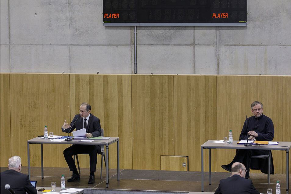Deutlich weiter voneinander entfernt als sonst - zumindest räumlich: der Görlitzer OB Octavian Ursu (links) und Bürgermeister Michael Wieler.