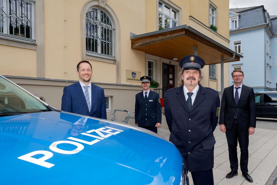 Feierliche Eröffnung: Bürgermeister Thomas Kunack, Revierleiter Uwe Lottermoser, Bürgerpolizist Peter Palm und Innenminister Roland Wöller (v.l.n.r.).