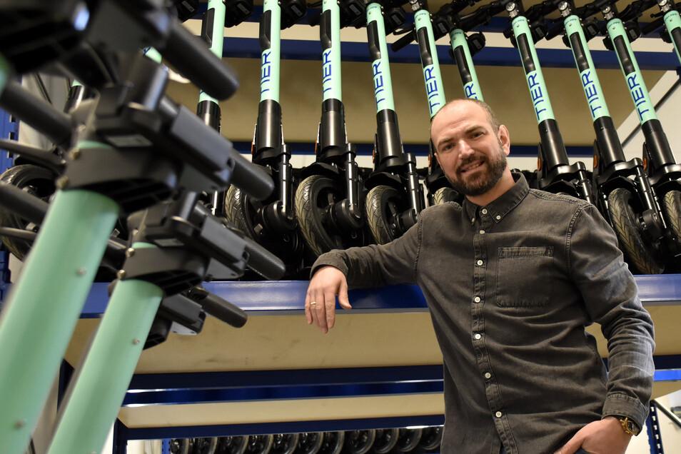 Georg Grams ist der Dresdner Chef des neuen Anbieters der Tier-E-Roller. Seit Jahresbeginn ist seine Firma in der Landeshauptstadt vertreten. Er kann sich vorstellen, dass die Tier-E-Scooter eines Tages auch durch Radeberg rollen.