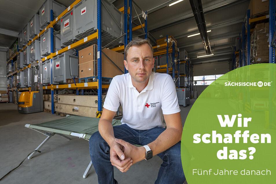 Die Zelte sind in Holzboxen verpackt, die Feldbetten griffbereit. Lars Werthmann ist Krisenmanager beim Roten Kreuz und sieht neue Herausforderungen kommen.