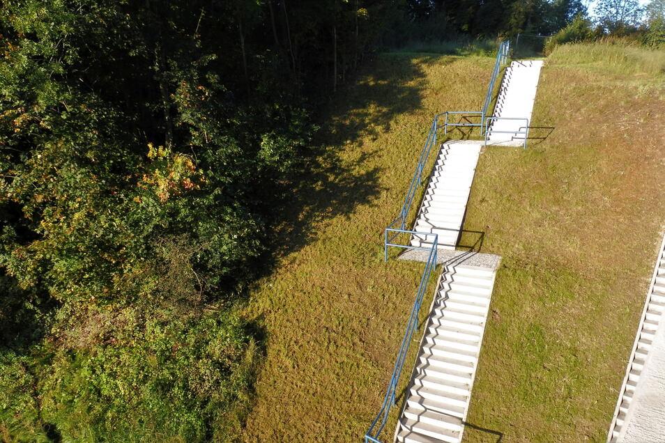 Abgestuft: Neben der Brücke führt jetzt eine neue Treppe hinauf zum Wanderweg nach Weesenstein.