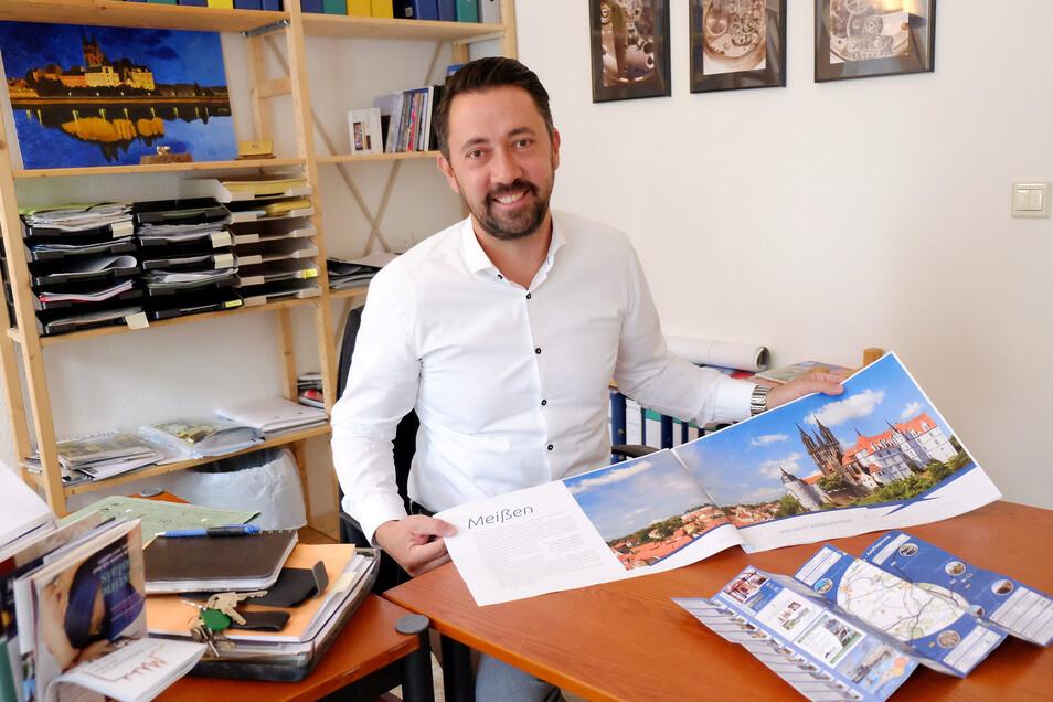 """Stadtmarketing-Chef Christian Friedel: """"66 Künstler aus ganz Deutschland und benachbarten Ländern sind dem Aufruf gefolgt und haben ihre Entwürfe, von traditionell bis abstrakt, eingereicht."""""""