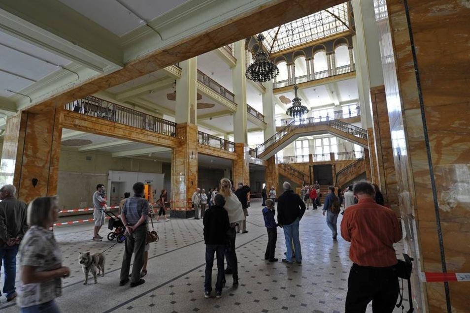 Wegen der laufenden Bauarbeiten konnten die Besucher auch nur das Erdgeschoss des Baus aus dem Jahr 1913 besichtigen.
