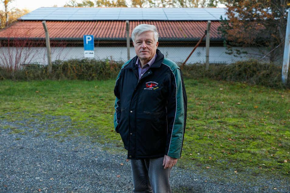 Günter Nentwig, Vorsitzender der Privilegierten Schützengesellschaft Löbau, hat mit der Photovoltaik-Anlage auf dem Dach des Schützenhauses viel Ärger.
