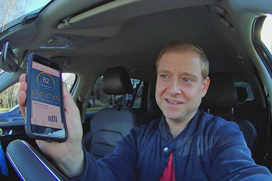 Fährt mit einem Telematik-Sensor im Auto und damit günstiger: Marco Klinger aus Dresden.