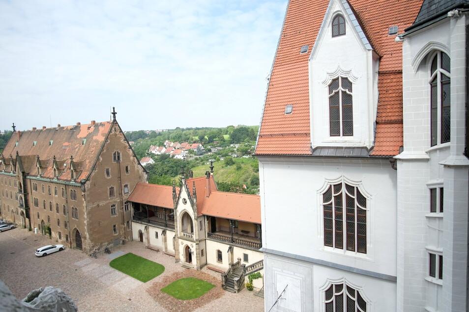 Vorhangbogenfenster, wie hier rechts im Bild, sind eine von mindestens drei Innovationen des Baumeisters Arnold von Westfalen, welcher mit seiner Bauhütte 1471 den Bau der Albrechtsburg begann.