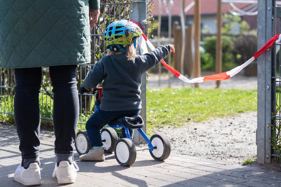 Spielen wieder möglich: In Radeberg wurden am Dienstag die städtischen Spielplätze wieder geöffnet. Bei einem Besuch gelten allerdings einige Regeln.