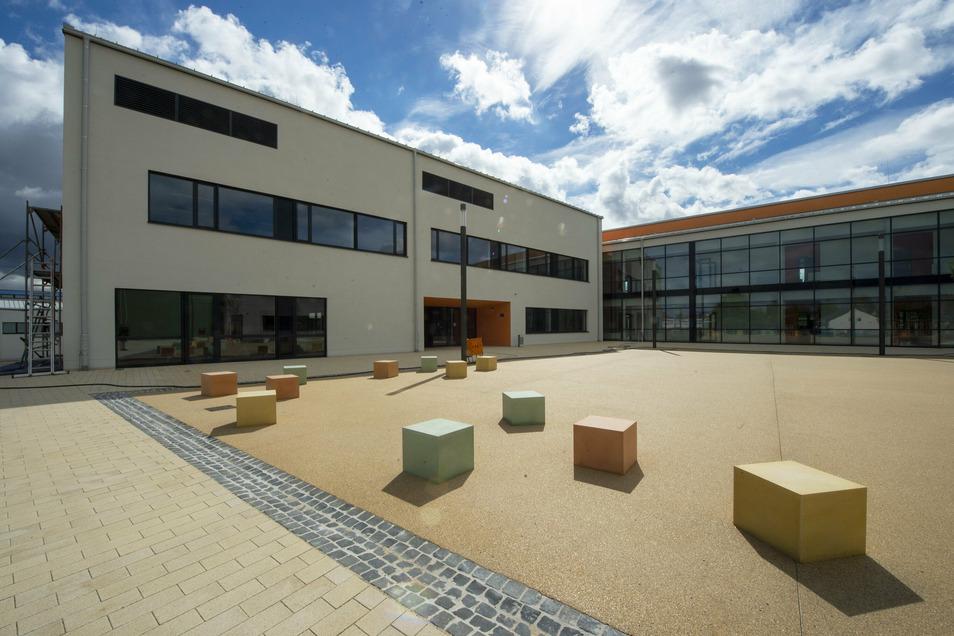 So sieht der Haupteingang des Wilsdruffer Gymnasium aus.