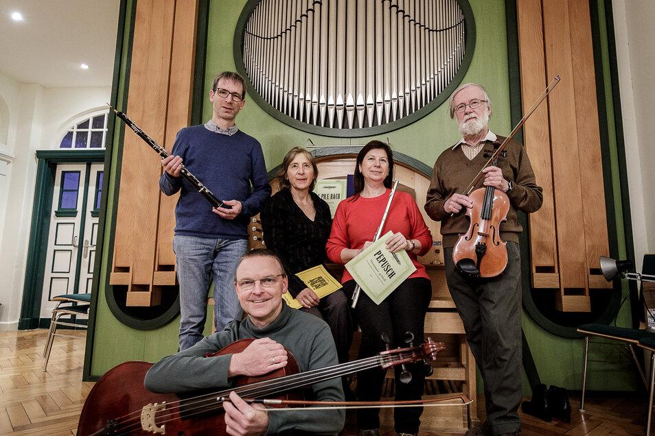 Die kleine Orgel in der ehemaligen Hochschule für Kirchenmusik wurde auf Ulrike Scheytts (2.v.l.h.) Initiative erneuert. Mit Görlitzer Musikern gab sie hier Anfang 2020 ein Konzert.