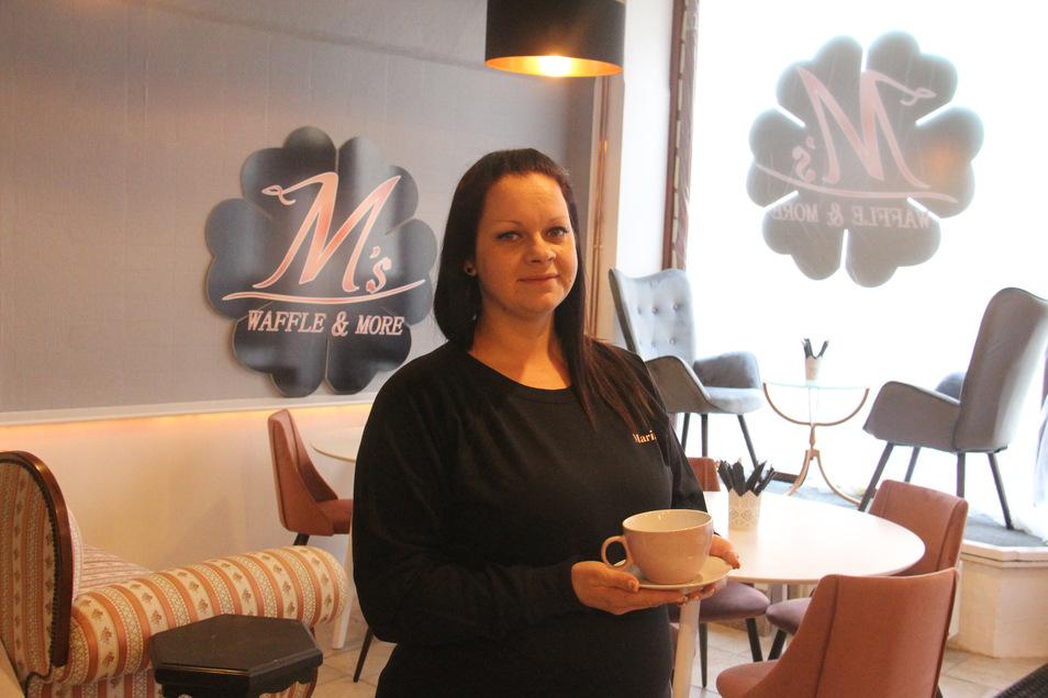 """Inhaberin Maria Winkler freut sich auf die Eröffnung ihres Lokals """"Waffles & more"""". Neben frisch gebackenen Waffeln gibt es auch leckere Getränke."""