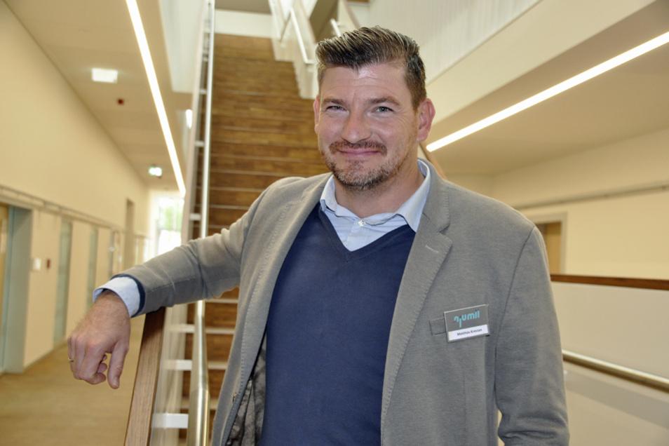 Matthias Krestan leitet den Fachbereich Metall- und Gebäudetechnik. Im Neubau sind neben den Werkstätten auch Unterrichtsräume und Büros untergebracht.