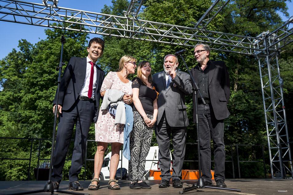 So eröffnete Stadtwerke-Chef Matthias Block (li.) vor drei Jahren das Viathea mit.