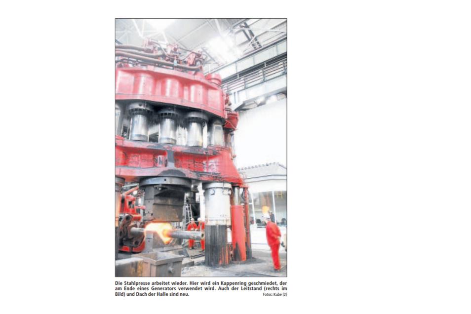 Der Zeitungsausschnitt von Ende 2007 zeigt die nach mehrmonatigem Ausfall wieder arbeitende Stahlpresse in den Gröditzer Schmiedewerken im Einsatz.